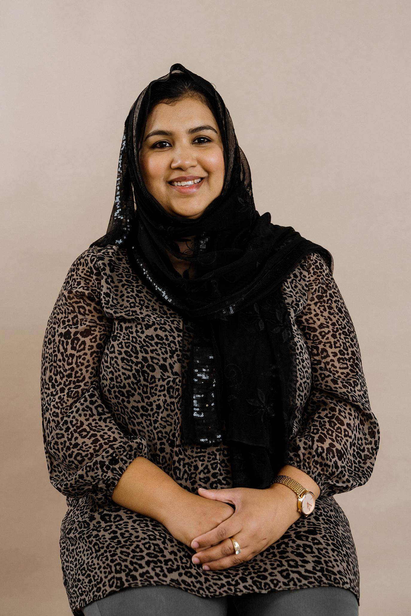 دیدمآ شوخ ںیم ڈنیلسپگ Hina Asif. Urdu/Pakistan.
